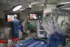 робот да винчи, операция с роботом да винчи, роботизированная операция, DaVinci Xi