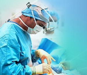врач в операционной