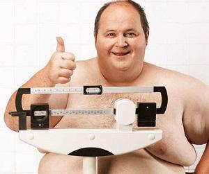 мужчина с признаками ожирения