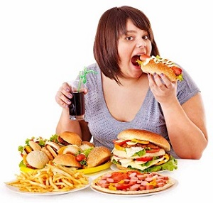 вредная еда и девушка